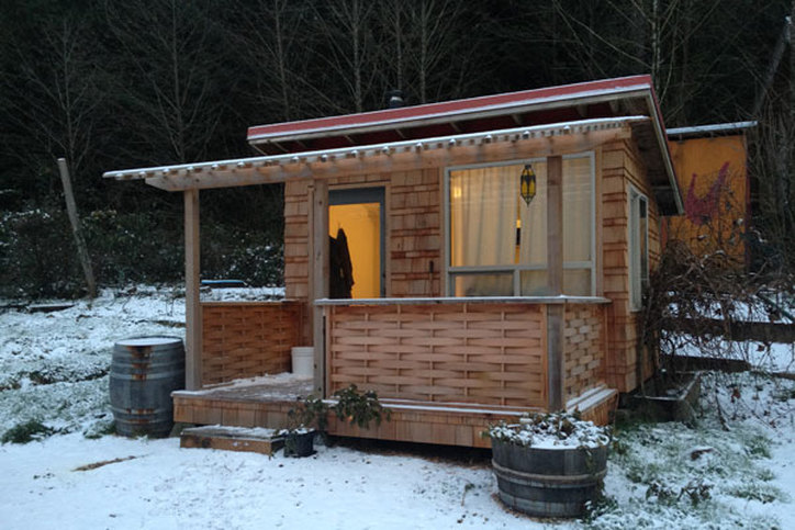 Green building cabin on the off-grid farmPicture
